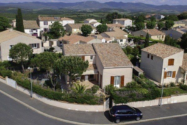 Nice Villa With 125 m2 Of Living Space Plus A Garage Of 33 m2, On 512 m2 Of Landscaped Land.
