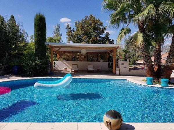Charming Home With 2 Annexes And 2665 m2 With A Pool, Views Onto The River And Near Town.
