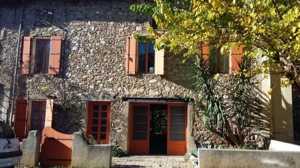 Stone Property To Renovate With Courtyard And Garden, Near The Centre And The River.