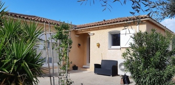 Charming Single Storey Villa With 3 Bedrooms On 450 m2 Low Maintenance Garden, Near The Canal.