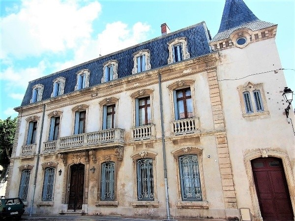 Renovated Majestic House From 1888 With 450 m2 Of Living Space And Garden, Near The Canal.