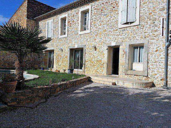 Magnificent Stone House With About 208 m2 Of Living Space And Large Courtyard With Pool.