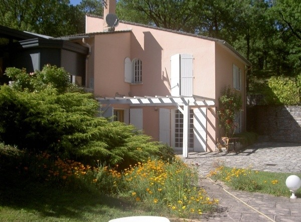 Spacious Traditional House With 256 m2 Of Living Space On 1300 m2 With Pool And Views.