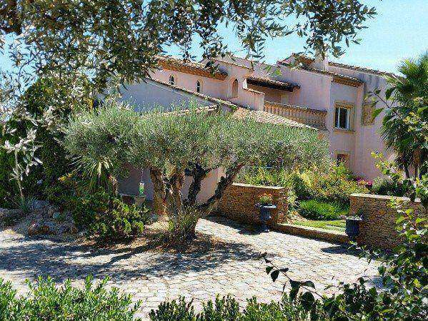 Provencal property with exceptional views!
