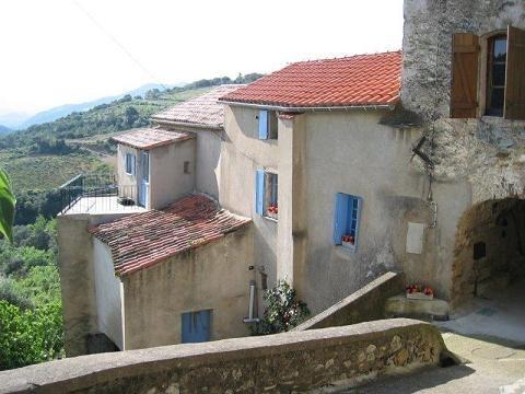 Jolie maison de village avec jardins