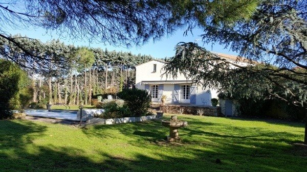 Nice Home In A Former Stone Domain, With 280 m2 Of Living Space On 3500 m2 With Pool And Annex.