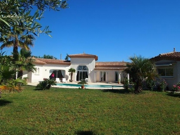 Quality Villa With 176 m2 Of Living Space Including An Independent Studio On 2252 m2 With Pool.