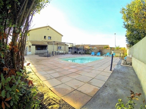 Spacious Villa With About 200 m2 Of Living Space On 930 m2 With Pool, Near Pezenas.