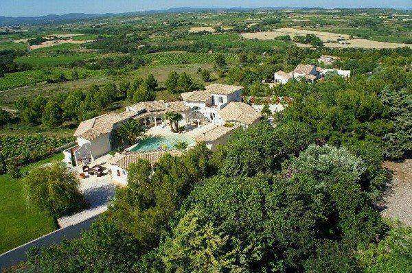 Top of the range villa close to a gorgeous medieval village