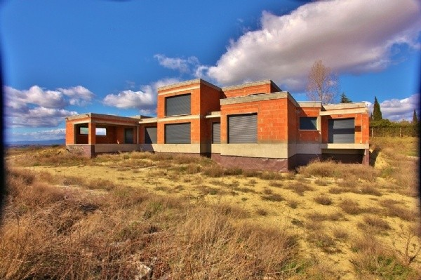 Newly constructed contemporary villa to complete