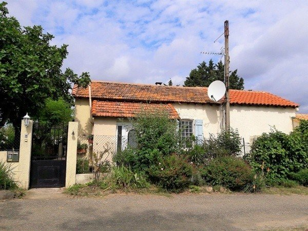 Pleasant House Of 110 m2 And Independent Cottage Of 63 m2 On A 2324 m2 Land With Pool.