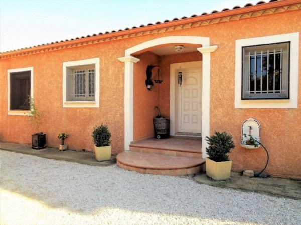 Superb Villa In Excellent Condition With 162 m2 Of Living Space On 1000 m2 With Pool.