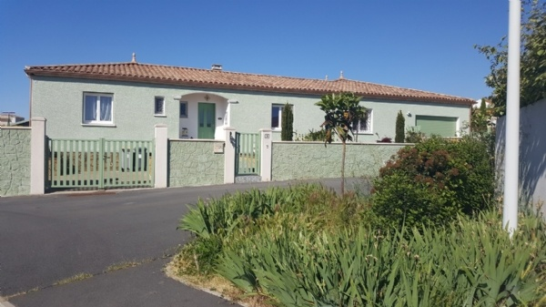 Villa With 190 m2 Of Living Space Including Independent Studio On 1000 m2 With Pool And Views.