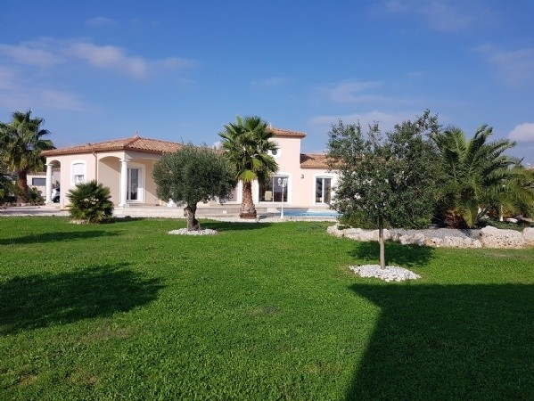 Architect Conceived Villa With 5 Bedrooms On 2003 m2 With View, Pool And Partly Constructible.