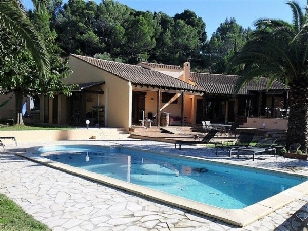 Modern Villa With 2 Independent Studios On A 5697 m2 Plot With Pool On The Canal Du Midi.