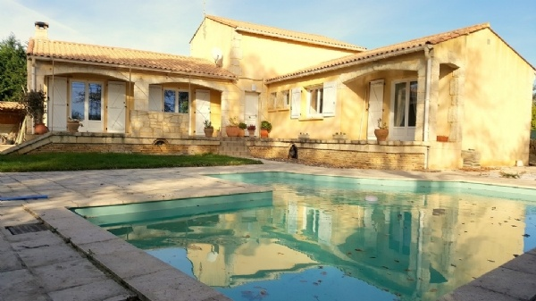 Pretty Villa With 150 m2 Living Space On 1418 m2 With Pool And Large Independent Garage.