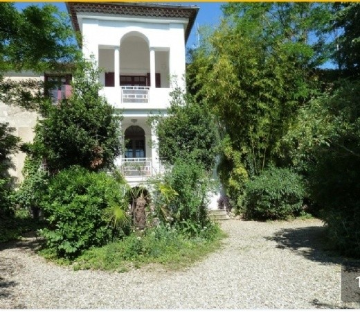 Character Home With 320 m2 Of Living Space On 1825 m2 With Pool And Outbuildings.