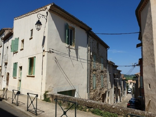 Renovated Village House With 61 m2 Of Living Space And Garage In The Heart Of The Village.
