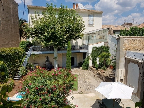 Maison De Maitre With 280 m2 Of Living Space, Courtyard, Pool, Barns And Gite With Terrace.