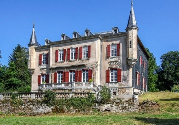 Stunningly Renovated Chateau With Gate Lodge And 2 Gites On 5,3 Hectares With Pool And Views !