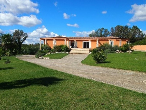 Beautiful Quality Villa With 170 m2 Living Space On 3935 m2 With Interior Pool And Views.