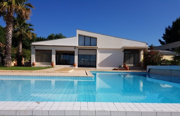 Architect Villa With 300 m2 Of Living Space On 8595 m2 With Infinity Pool And Splendid Views.