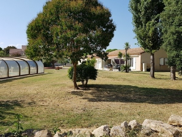 Spotless Single Storey Villa With 150 m2 Of Living Space On 2708 m2 With Pool And Annexes.