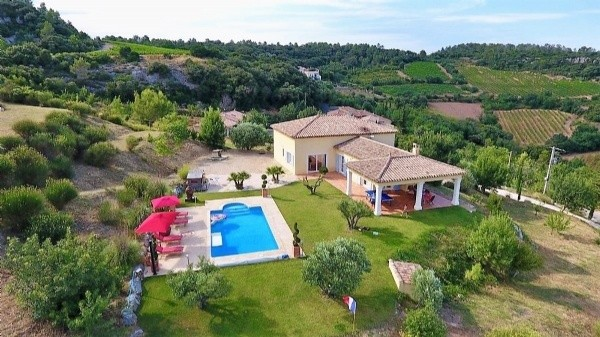 High Quality Property With 165 m2 Of Living Space On 5232 m2 With Pool And Splendid Views !