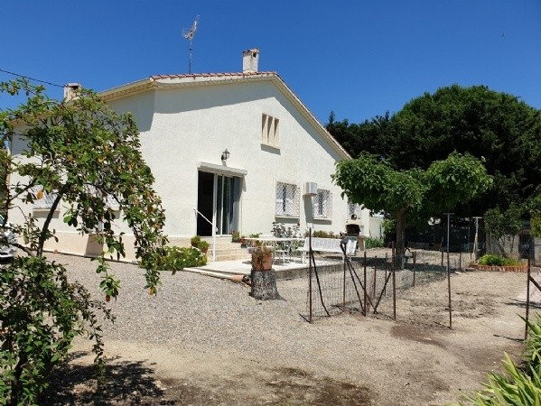 Pretty Home On 1270 m2 With Views, 80 m2 Of Living Space, Attic And Garage To Convert.