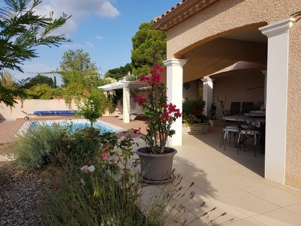 Single Storey Villa With 140 m2 Of Living Space On 1002 m2 With Pool And Breathtaking Views.