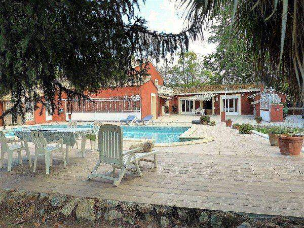 Traditional Provencal House With 230 m2 Of Living Space On 3315 m2 With Pool.
