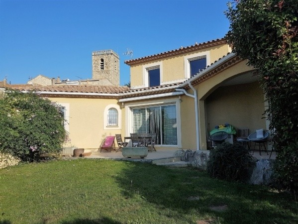 Pretty Villa With 153 m2 Of Living Space On 810 m2 With Pool And Views, Near The Sea.