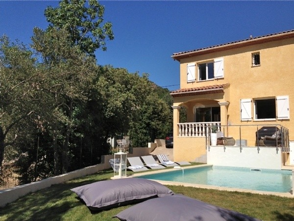 Pretty villa with pool and stunning views