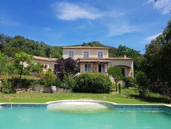 Beautiful Villa With 150 m2 Of Living Space On 2555 m2 Of Land With Pool And Open Views.