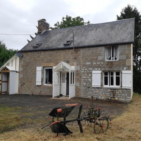 Main Photo of a 3 bedroom  Cottage for sale