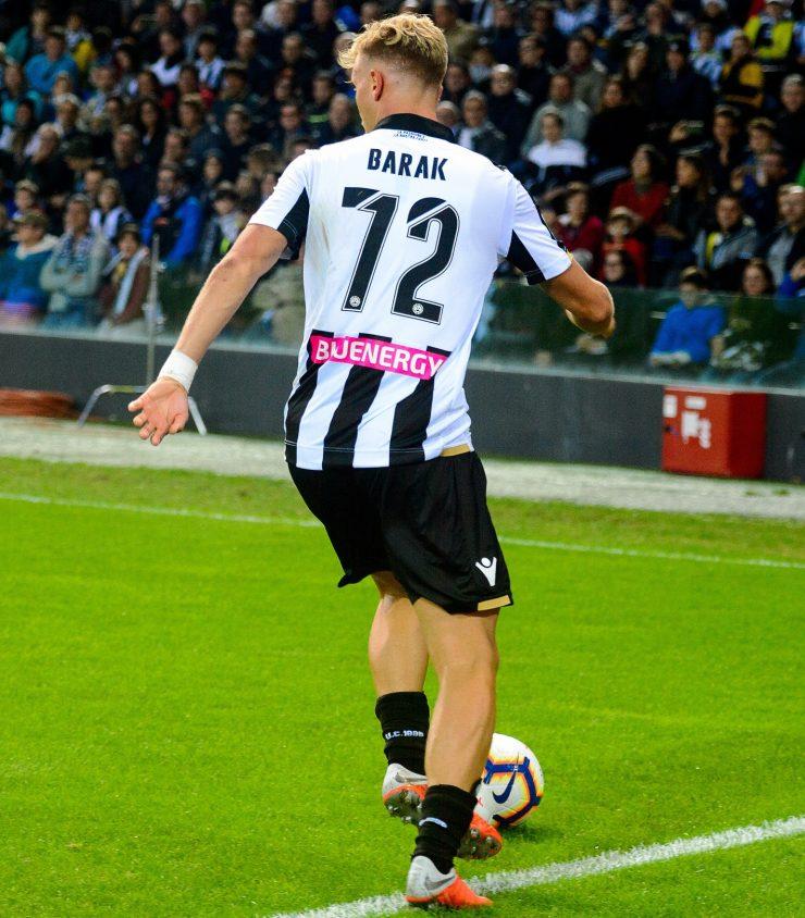 Gara Di Seria A Tra Napoli E Udinese Allo Stadio San Paolo Di Napoli. Antonin Barak DellUdinese In Azione