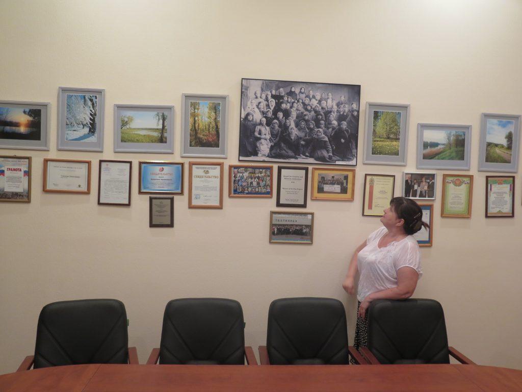 Kuvassa Valentina Tsherevatenko työhuoneessaan.
