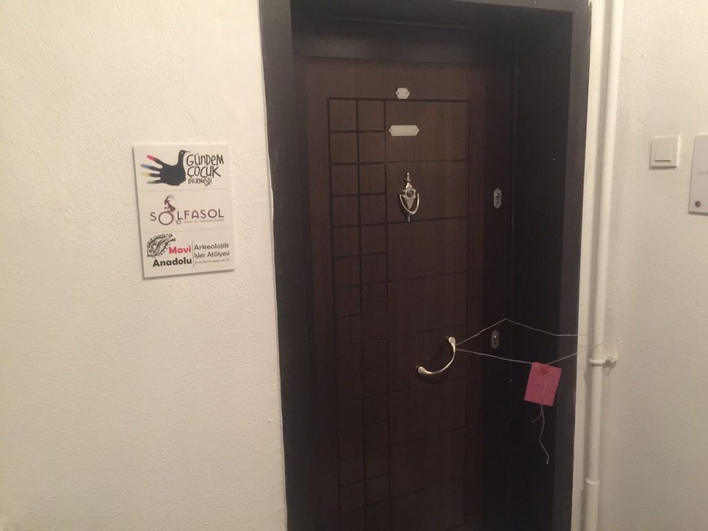 Gündem Cocukin toimisto suljettuna