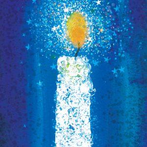 Sinisellä pohjalla valkoinen kruunukynttilä, josta säihkyy tähtiä.