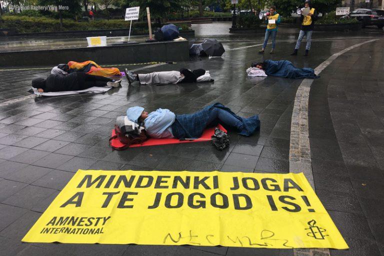 Asunnottomien puolesta järjestetty mielenosoitus Unkarissa