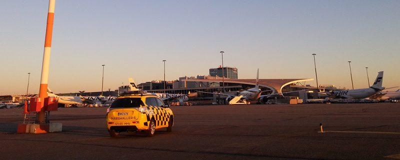 Mitsubishi PHEV lentokentällä