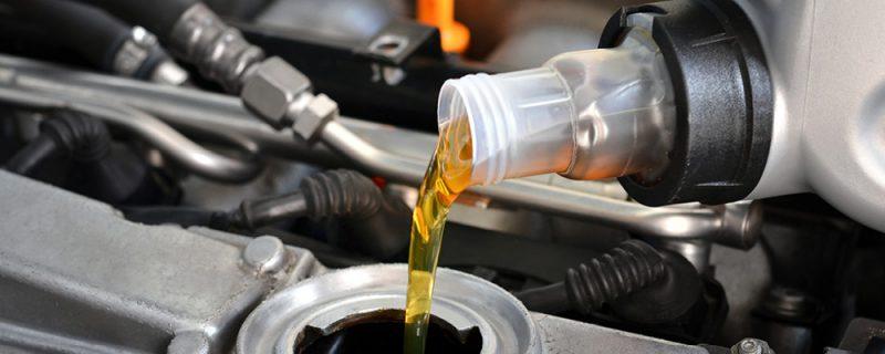 Öljynvaihto on tärkeä osa autohuoltoa