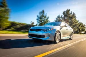 Uusi Kia Optima Plug-in Hybrid edestä