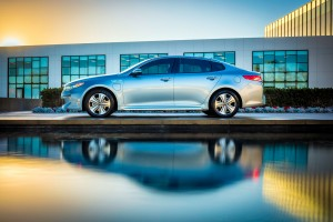 Uusi Kia Optima Plug-in Hybrid sivusta