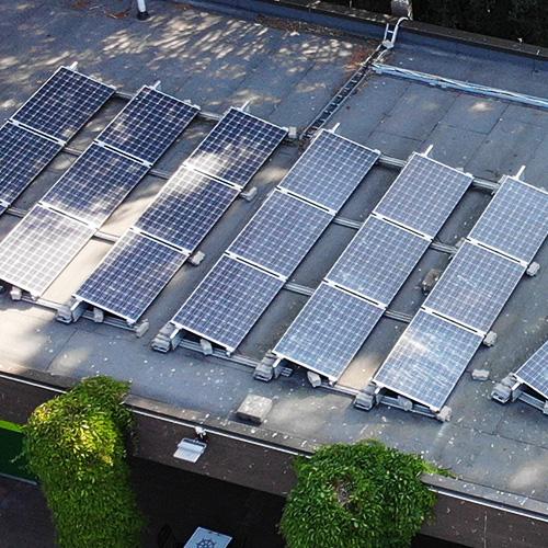 Aurinkopaneelit Korkeasaaren kaupan katolla