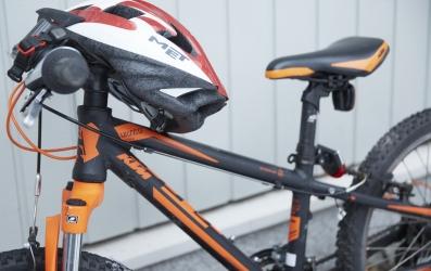 pyörä ja kypärä