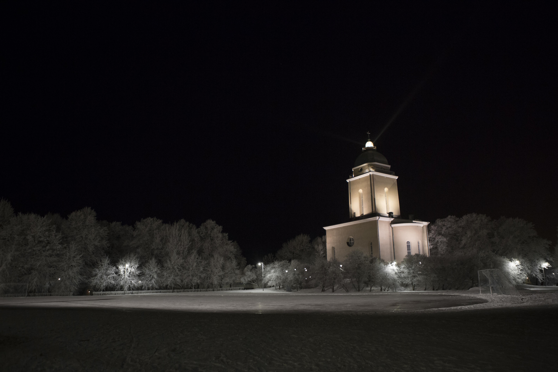 2016-01-00-[9006-3140]-kirkko_majakka_pimeys_talvi_valaistu