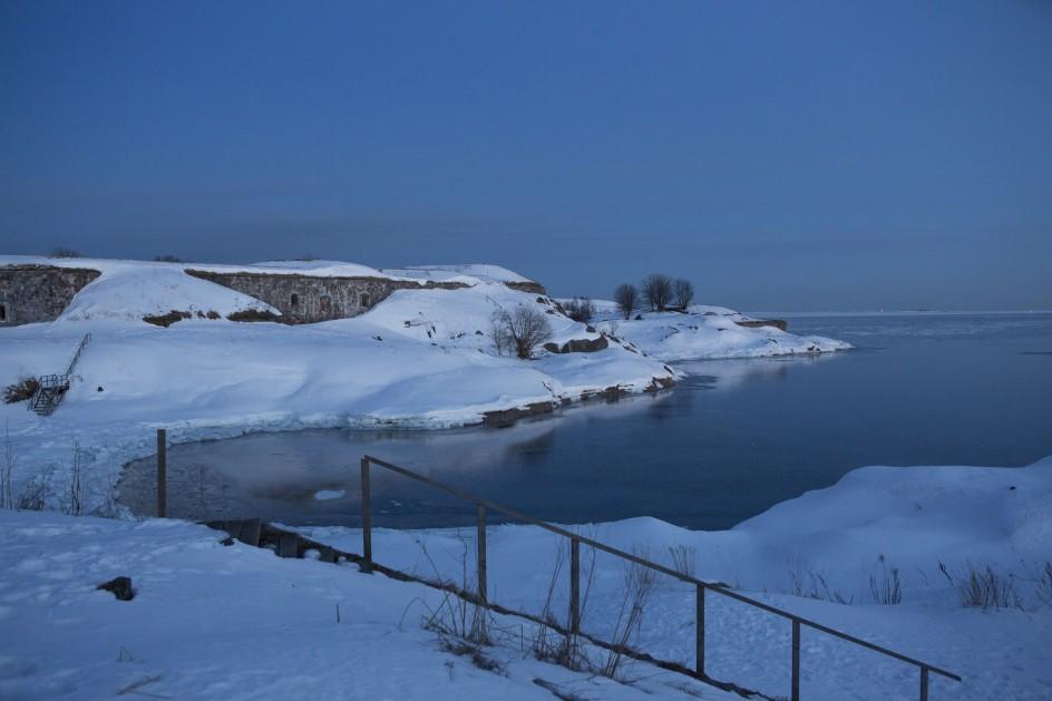 Luminen Kustaanmiekka illan hämärtyessä.