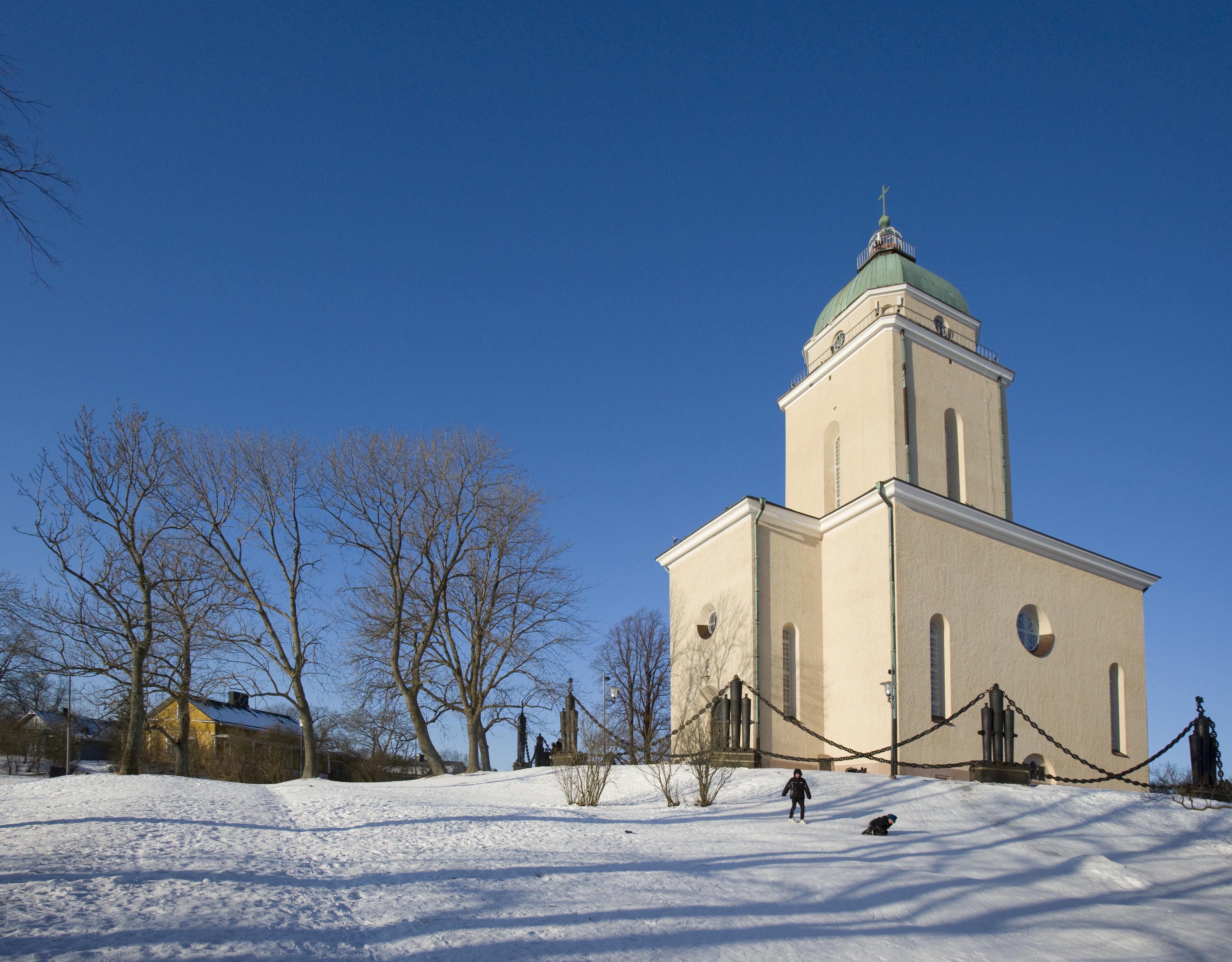 Suomenlinnan_kirkko_talvi