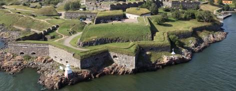 Ilmakuva Kustaanmiekan rantavarustuksen bastioneista.